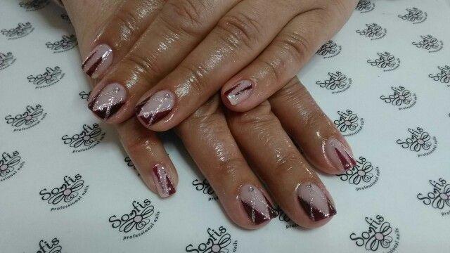 Pretty nails design!!! www.somfisnails.com