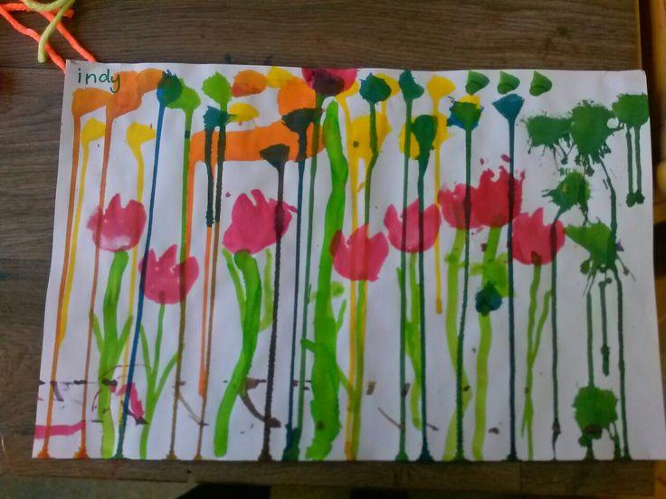 Druppel ecoline naar beneden laten druppen en daarna tulpen stempelen met spons @storkschool