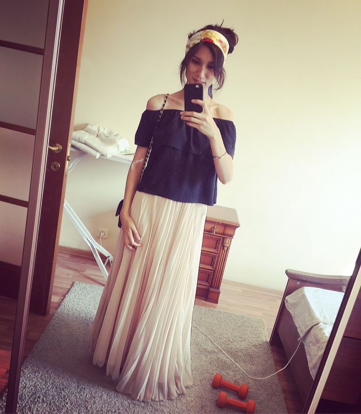 What makes so beautiful a woman? Yes, exactly - long skirts and a catchy scarf on the head. Amazing isn't it?! :)