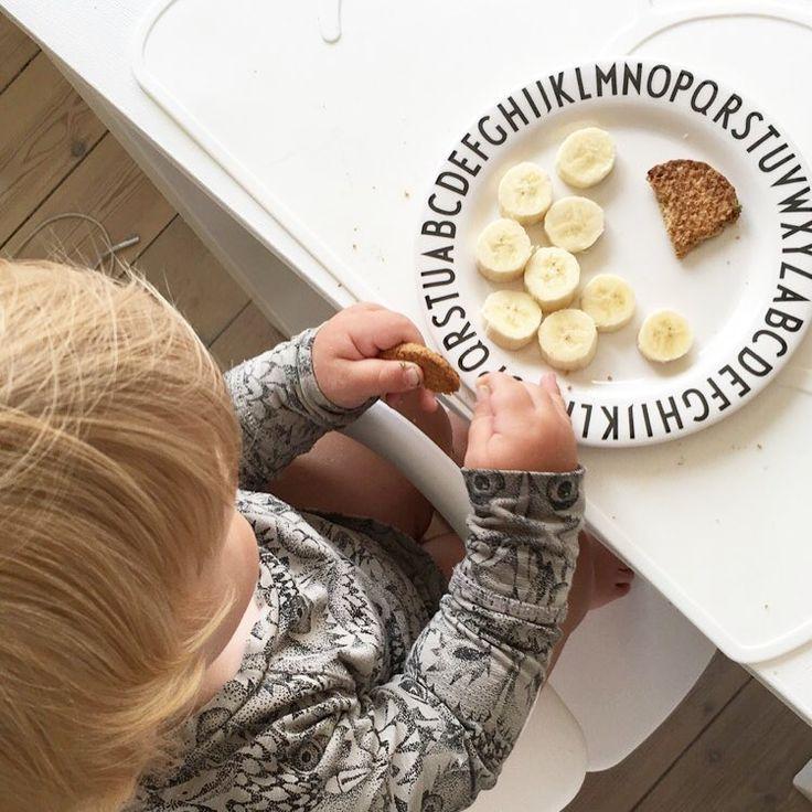 Banan og bar diller 🍌 #weekend #snacks #snacktid #designletters #kgdesign #softgallery #nomi #evomove