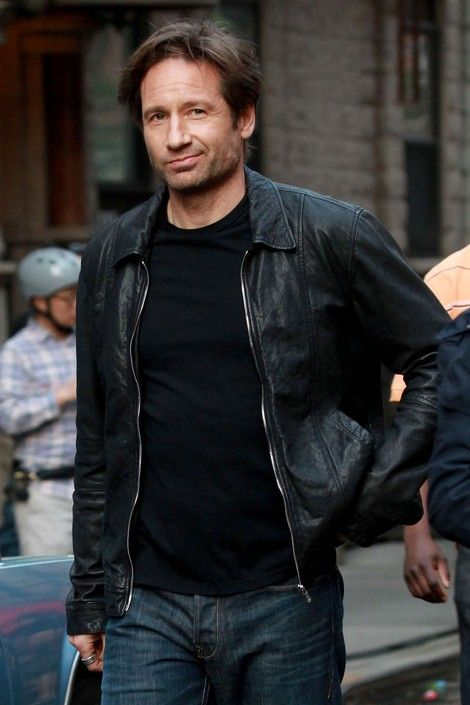 David Duchovny. Looking fly. Oh Mulder....Swooning.....