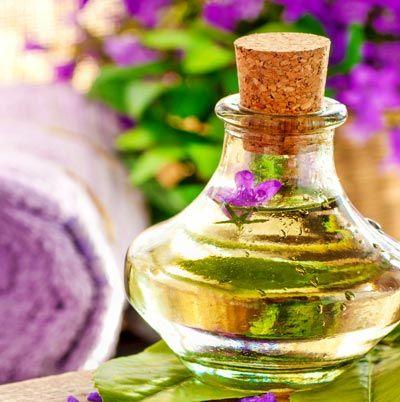 Eigenes Parfum selber mischen - Parfum Rezept: Zartes Parfum mit Veilchen Duft. www.ihr-wellness-magazin.de