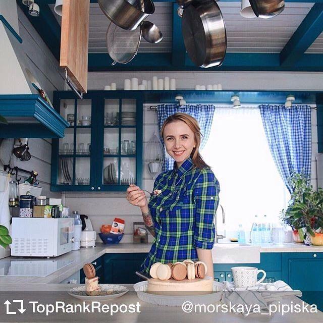 Фото нашей крутой подписчицы на своей кухне. Дизайн кухни и дома наш :) тортик @homebakery42 :)