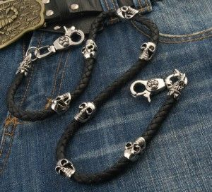 A nine out of ten for looks and attitude! A braided, leather-look cord features two of the all-time classic motifs: the eagle's head and the grinning skull. It's also fitted with a pair of good-quality, swivel snap hooks. #Wallet #Chain