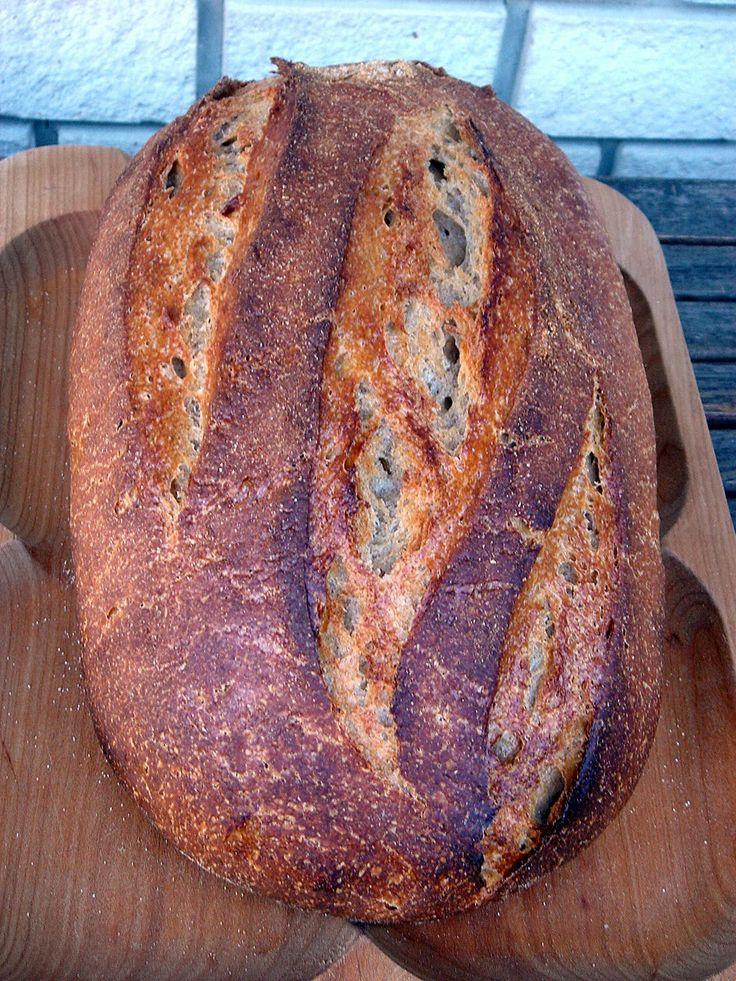 Rozsos félbarna kenyér háromféle kovásszal, cserépben – a kovász gyümölcse