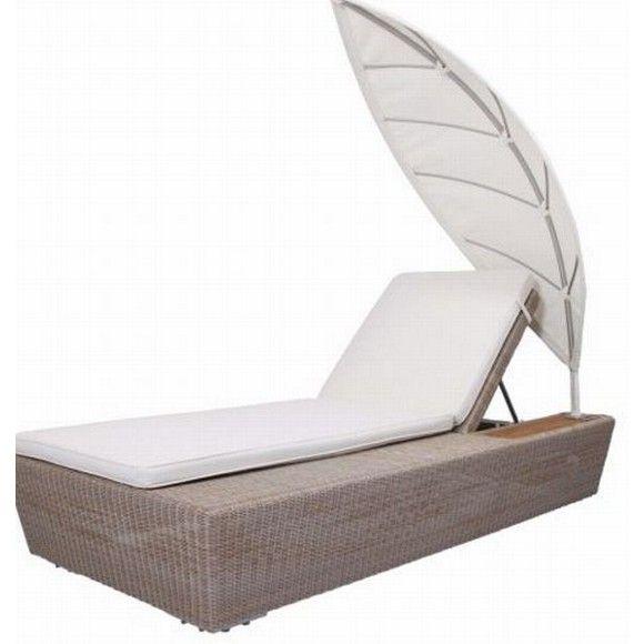 Mit dieser stylischen Sonnenliege von AMBIA begrüßen Sie den Sommer. Das Gartenmöbel aus Kunststoffgeflecht mit einer Auflage im Lederlookbietet mit einer Größe von ca. 200 x 90 cm (B x T) viel Platz zum Entspannen.