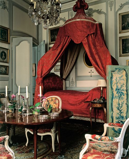 Parisian bedroomdesigned by Jacques Garcia