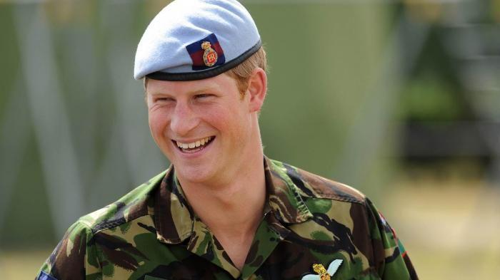 Ini 5 Foto yang Membuktikan Kalau Pangeran Harry Lagi Kasmaran!