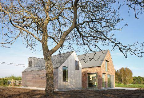 Atelier Tom Vanhee renovates a farmhouse in Belgium