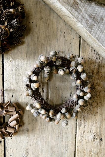 acorn wreath: Christmas Wreaths, Christmas Crafts, Crafts Ideas, Decor Ideas, Rustic Wreaths, Acorn Wreaths, Wreaths Ideas, Holidays Wreaths, Crafty Ideas