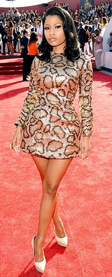 Her Minajesty is rocking the VMA red carpet. Love her snakeskin (how appropriate) look!