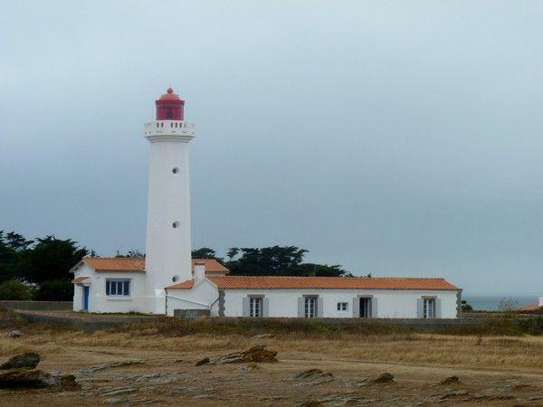 Vendée : phare les corbeaux (phare d'île habitée - Ile d'Yeu)