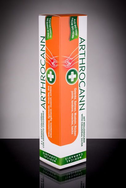 Arthrocann Prawdziwie pomocny żel konopny z koloidalnym srebrem pomaga rozwiązywać problemy ze stawami, zapaleniami, ścięgnami i mięśniami. Dzięki swojej konsystencji Arthrocann dobrze się rozprowadza i łatwo wchłania. Oryginalna receptura zawiera olej konopny i wyciąg z wielu naturalnych składników i olejków eterycznych. Srebro koloidalne zawarte w przepisie znane jest z działania przeciwzapalnego i stabilizującego produkt bez potrzeby stabilizatorów chemicznych. #hemp #product #cannabis