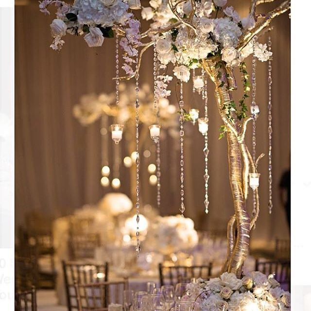 Lighting up #MondayMotivation with elegance✨  with @papillondavet splendid wedding designs. #weddinginspiration