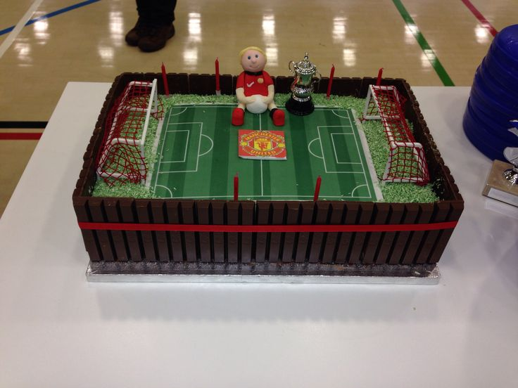 The Man Utd football pitch cake I made my Godson for his 6th birthday Xx