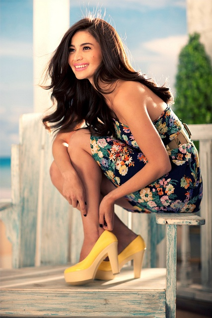 Yellow Primadonna heels, as modeled by Anne Curtis