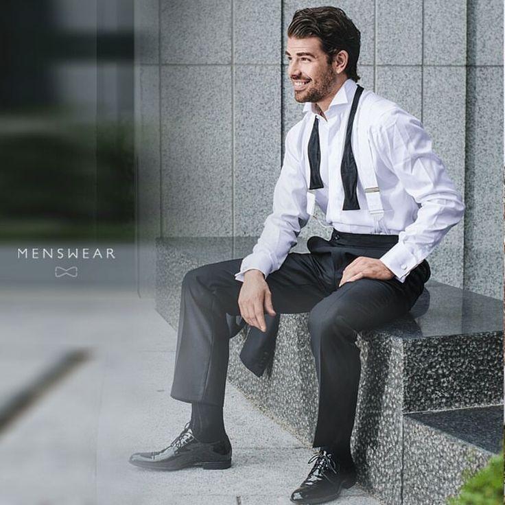 Smoking med hvite bukseseler fra Albert Thurston. menswear.no/dress/smoking-oslo/ #menswear_no #menswear #mensfashion #oslo #bogstadveien #lysaker #tjuvholmen #hegdehaugsveien #dresser #suit #suitup #wool #tuxedo #smoking #albertthurston #bukseseler #skjorte #sløyfe #ull #dress photo: @katyadonic