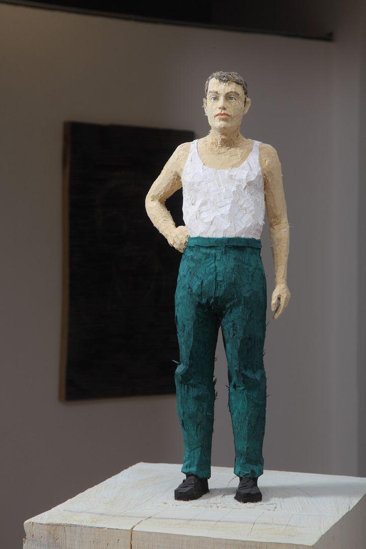 Stephan Balkenhol - Uomo con Pantaloni Verdi - 2011 - legno di wawa dipinto