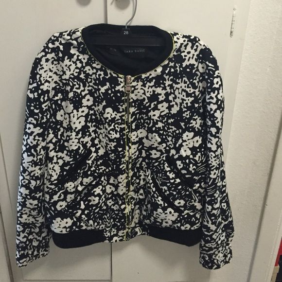 Zara bomber jacket Wore twice in excellent condition no stains Zara Jackets & Coats