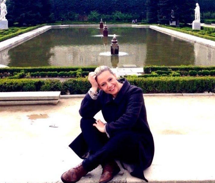 """""""Scusate per il disturbo"""" di Micaela Scapin: lettera d'amore di una madre alla figlia per non dimenticare il passato"""