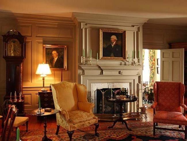 A rather Georgian sitting room.