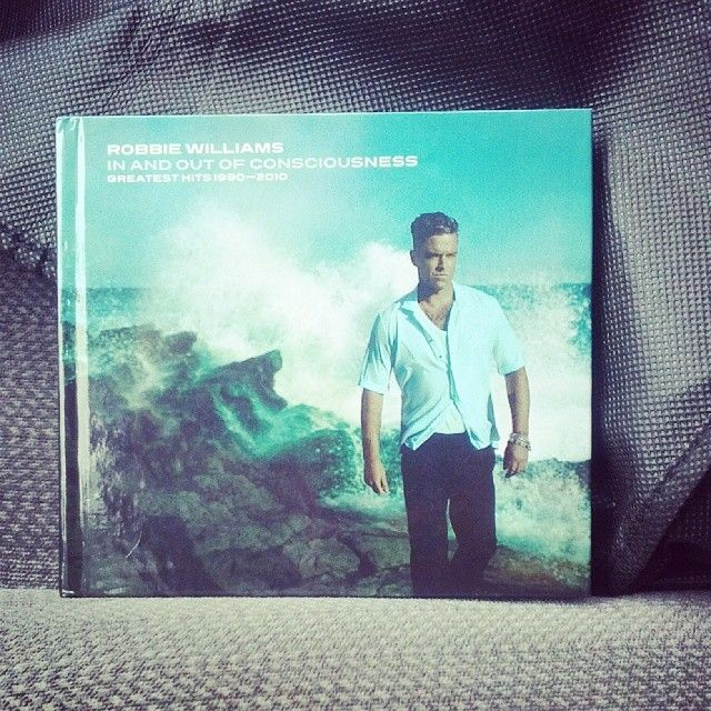 Robbie Williams- Greatest Hits 1990-2010 In and Out of Consciousness - Deluxe edition
