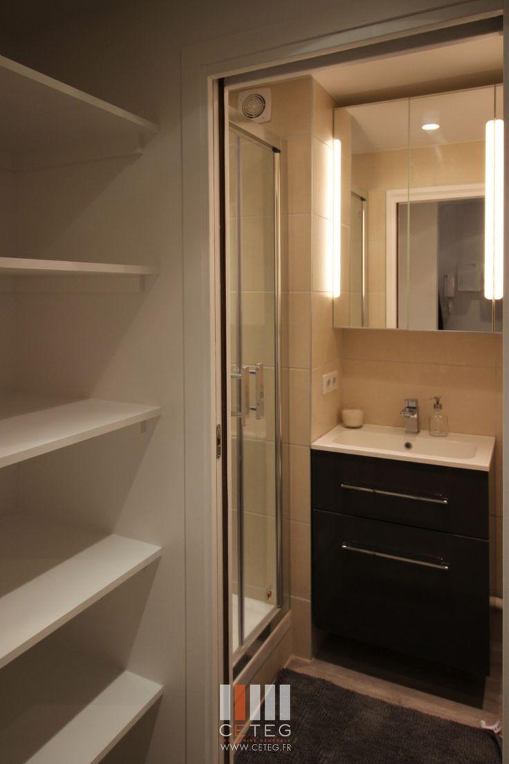 CETEG  Studio 26m² Optimisation d'espace  Meuble salle de bain gain de place  Lapeyre  Mobilier IKEA et Maison du monde.  Sol vinyl Berryl Alloc - pure loc  chêne du desert