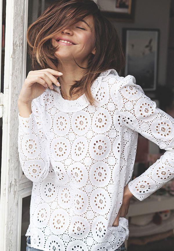 Classique mais adorablement efficace, la blouse blanche en dentelle reste un must printanier