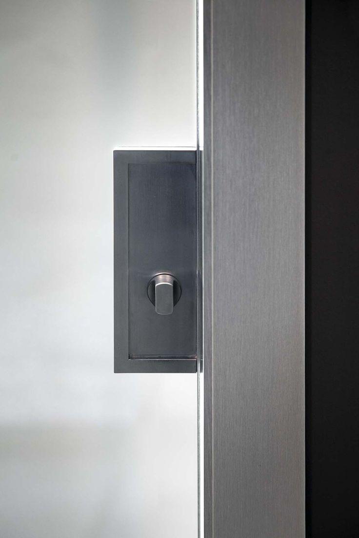 Dettaglio serratura porta scorrevole interno muro in - Porta scorrevole alluminio ...