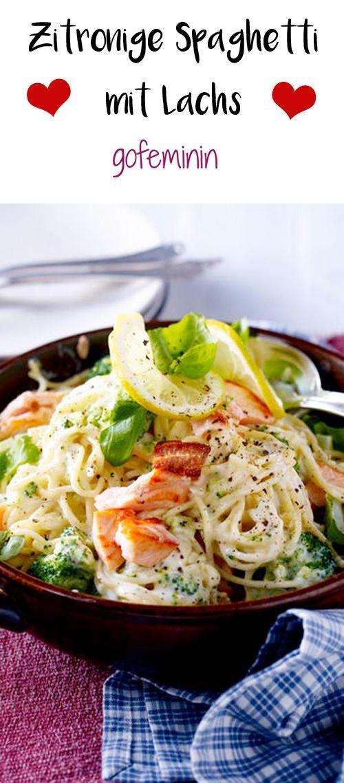 Zitronig, frisch und leicht: Wir lieben leckere Spaghetti mit würzigem Lachs. Das ganze Rezept gibt's auf gofeminin.de.