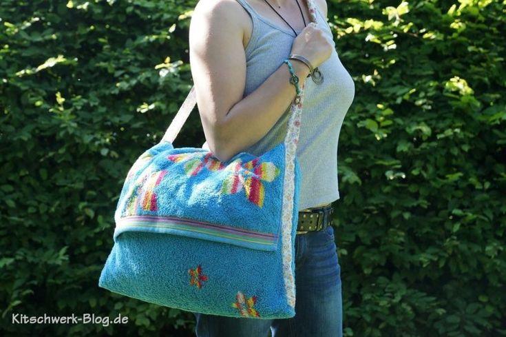 Eine kostenlose Nähanleitung für eine Strandtasche. Aus einem Frotteehandtuch ruck zuck selbst gemacht. Eine prima Geschenkidee und super für unterwegs. Stoff, Stofftasche, Plastik vermeiden, nähen, Tasche, Shopper, 12monate12taschen