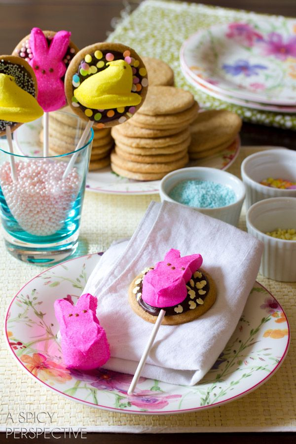Easter Smores Cookies on a stick! #easter #cookies #smores #spring