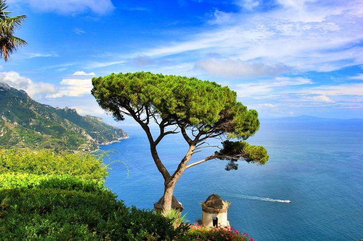 I 25 borghi più affascinanti Ravello – Paesino tra le montagne della costiera amalfitana. Bella la Cattedrale e la Villa Cimbrone, grazie ad un giardino meraviglioso che la circonda. Il panorama è veramente incredibile. (Foto di Mlhdsgn)dItalia da vedere almeno una volta nella vita (FOTO)