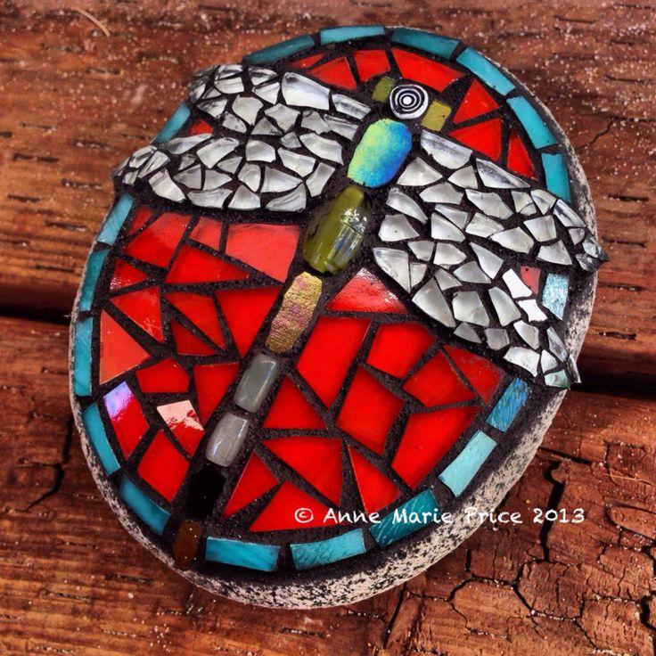 An adorable way to decorate a rock! Dragonfly mosaic by Anne Marie Price www.ampriceart.com