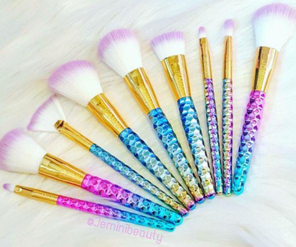 Pincéis de maquiagem roxo e azul inspirados em unicórnios