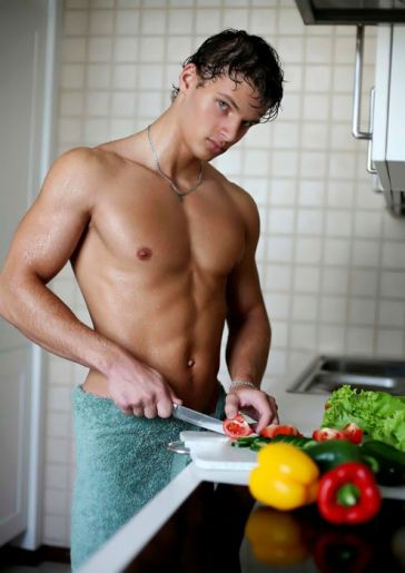 Man Candy Monday: Hot Men in the Kitchen!!! | Bookish Temptations