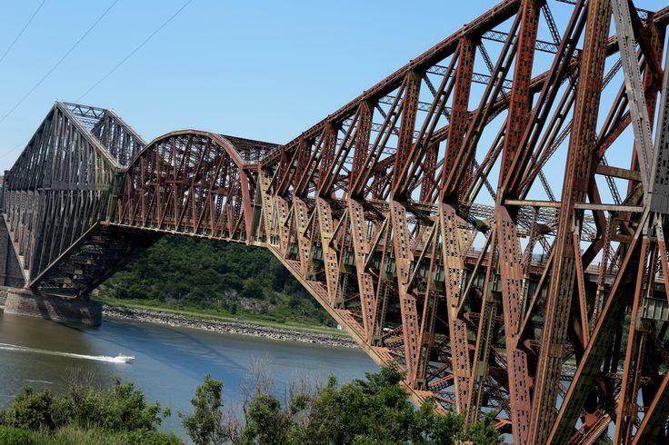 Pont_de_Québec_vue_ouest.jpg (5760×3840) Le plus long pont cantilever.  Le pont de Québec (1917) possède la plus grande portée pour un pont à poutres au monde : 549 mètres. Europe > pont du Forth (portée : 521 mètres, 1890, Écosse)