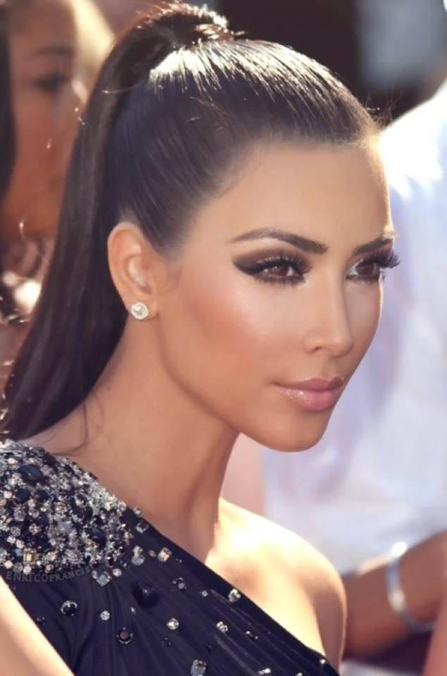 elegant ponytail and make up