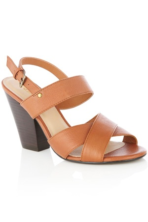 These leather sandals have chunky straps to the front and a cross over detail to the toe. With a chunky block heel, these shoes simply fasten at the back.