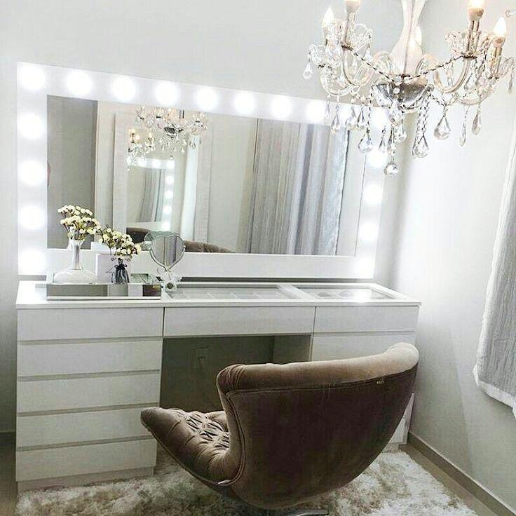 """496 curtidas, 5 comentários - Kari Lima (@apartamento.102) no Instagram: """"[#Inspiração] Uma linda penteadeira camarim. Por: Pinterest #penteadeira #penteadeiracamarim…"""""""