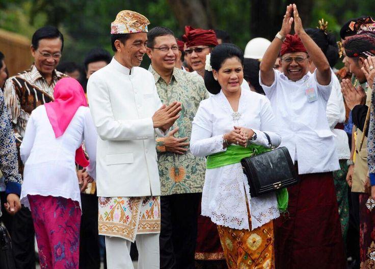 Pak Jokowi and Ibu Iriana Jokowi - love those traditional outfit - Hari Raya Nyepi Tahun Saka 1937