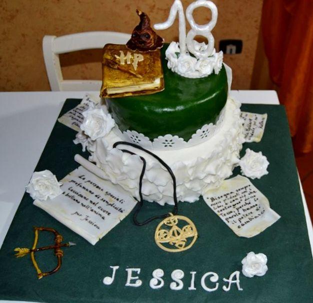 I diciotto anni di Jessica, amante dei libri fantasy e di Harry Potter, con citazioni dai suoi libri preferiti