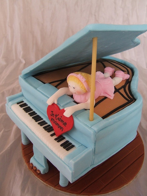 Piano cake by Crazy Cake - Cakedesigner57, via Flickr