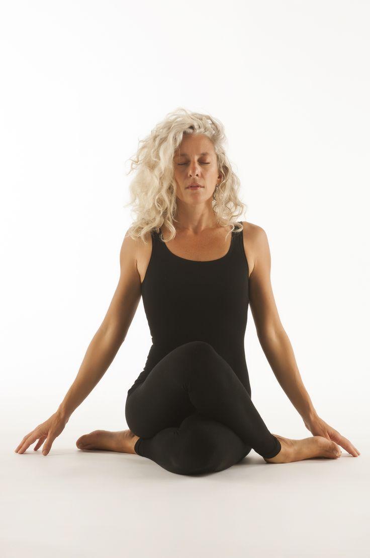 Στη Χάθα-γιόγκα ανακαλύπτουμε μια ιδιαίτερη ποιότητα σιωπής μέσα από ένα αξιοσέβαστο και αρμονικό τρόπο άσκησης του σώματος. Με τις αναζωογονητικές και αποτοξινωτικές πρακτικές αποκτούμε δύναμη, ηρεμία και ένα αγνό αίσθημα ευεξίας.