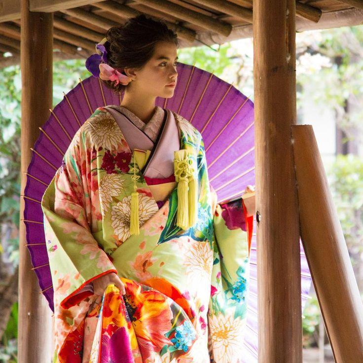 打掛、若菜色大華友禅。ドレスからの流れを華やかに取り入れたオリエンタルな柄が新しい一枚。 斬新なデザインとは裏腹に、金駒刺繍や手刺繍といった伝統技術が散りばめられ、可憐な中にも立体的な優美さが表現されています。  #CUCURU #花嫁 #花嫁着物 #着物小物#和婚 #着物 #白無垢 #引き振袖 #色打掛  #kimono #wedding #WeddingStyling #Styling #ideas #bride #bridestyle  #結婚式 #hair #make  #ヘアメイク #ヘアアレンジ #originalwedding #happy #cute #beautiful #colorful #japan #tokyo #weddingdecoration #instapic 2016.2.15 NO.411