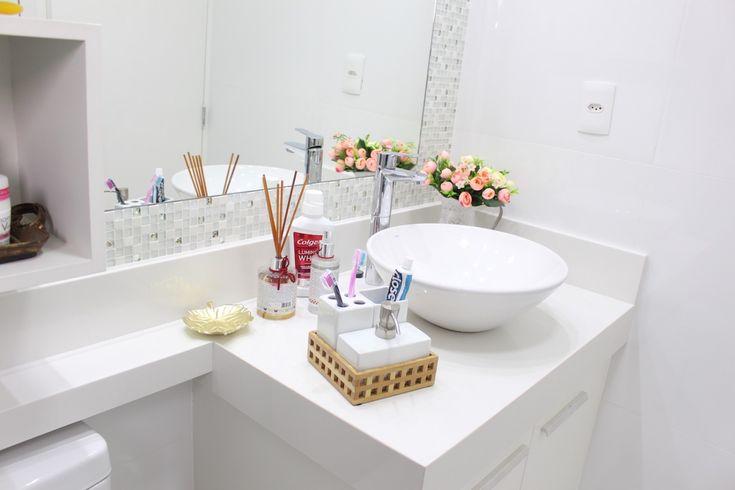 WC pequeno e muito charmoso.