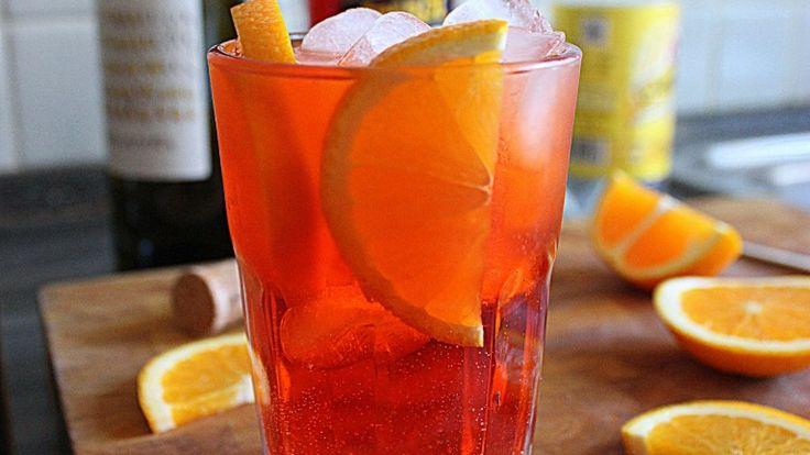 Spritz: la ricetta originale del cocktail veneto. Storia, dosi e ingredienti. http://winedharma.com/it/dharmag/luglio-2014/spritz-la-ricetta-originale-del-cocktail-veneto