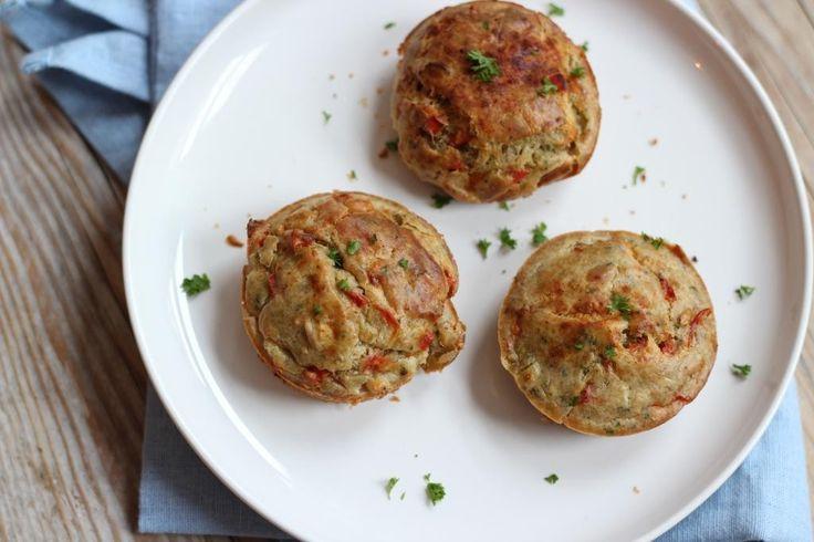 Laatst plaatsen we een recept voor hartige muffins met broccoli en kip. Dit recept viel super goed in de smaak bij jullie, dus hebben we een nieuwe variant gemaakt met paprika, tomaat en bosui. Recept voor circa 6 muffins Tijd: 15 min. + 20 min. in de oven Benodigdheden: 2 eieren 200 gram zelfrijzend bakmeel...Lees Meer »