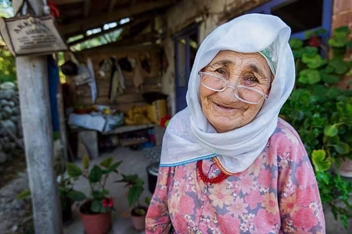 """Anadolu Ocağı """"Tebessüm bedavadır Vereni üzmez alanı mutlu eder. """"Fotoğraf Ali Demir'"""