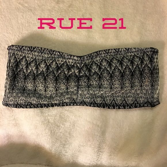 Black and white shimmering bandeau bra top Cute structured bandeau with a shimmery black and white knit print. Stretchy, structured and slightly padded. Please message me if you have any questions! Rue 21 Intimates & Sleepwear Bandeaus